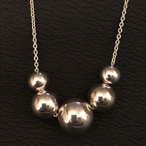 Jewelry - Dainty silver ball necklace